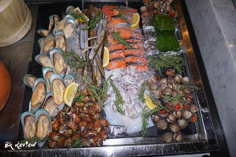 หอยเชลล์ ฮอกไกโด แซลม่อน - Buffet Seafood Crowne Plaza Lumpini