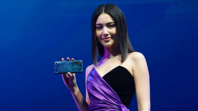 Realme 5 & Realme 5 Pro เปิดประสบการณ์ที่แตกต่าง กับมือถือดีไซน์สุดแฟชั่นแบบโฮโลกราฟิก ไดมอนด์