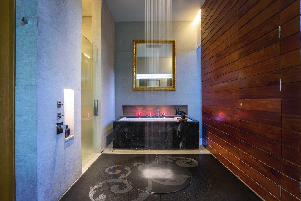 ฝักบัวอาบน้ำระบบสายฝน - ห้องพักสไตล์ So Arty